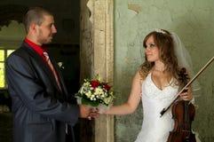 Sposa e sposo nel vecchio Fotografia Stock