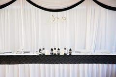 Sposa e sposo Wedding Table Set su Fotografia Stock