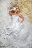 Sposa ed il suo abito Fotografie Stock