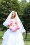 Sposa felice con il giocattolo Fotografie Stock Libere da Diritti