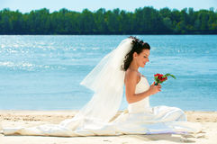 Sposa in giorno di estate Immagini Stock