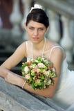 Sposa graziosa in vestito da cerimonia nuziale immagine stock