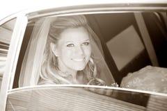 Sposa in limousine Fotografie Stock Libere da Diritti
