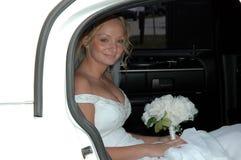 Sposa in limousine Fotografia Stock Libera da Diritti