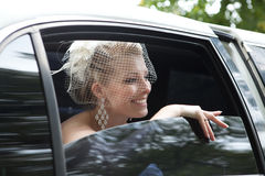 Sposa nell'automobile Immagine Stock