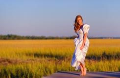 Sposa in regione paludosa a Charleston, Carolina del Sud fotografia stock