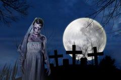Sposa terrificante delle zombie Fotografia Stock Libera da Diritti