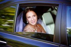 Sposa in un'automobile fotografia stock