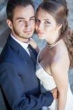 Sposarsi felice sorridente dello sposo e della sposa Immagine Stock Libera da Diritti