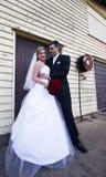 Sposo con gli occhi per la sposa fotografia stock libera da diritti