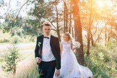 Sposo e sposa insieme Coppie di cerimonia nuziale Immagini Stock Libere da Diritti
