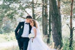 Sposo e sposa insieme Coppie di cerimonia nuziale Immagine Stock