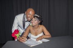 Sposo Sign Register della sposa di nozze Immagini Stock Libere da Diritti