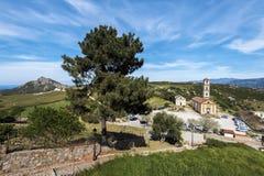 Sposobu puszek od Sant Antonino wioski kościół obraz royalty free