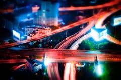 Spostamento di inclinazione Paesaggio urbano futuristico di notte Bangkok, Tailandia Immagini Stock