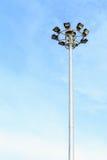 Spot-light башня на дороге на голубом небе Стоковые Фотографии RF