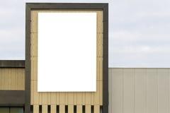 Spot omhoog Leeg horizontaal aanplakbord met exemplaarruimte voor uw tekstbericht of inhoud op de muur stock foto