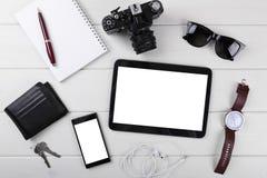 Spot omhoog met lege digitale tablet, smartphone en toebehoren stock fotografie