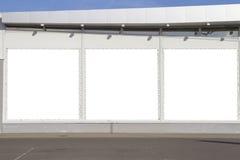 Spot omhoog Openlucht reclame, lege aanplakborden in openlucht op de winkel of de supermarktmuur Stock Afbeeldingen
