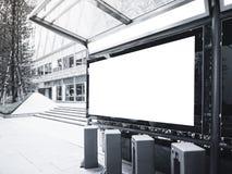 Spot op Banner Lichte doos bij Busstation met Openbaar Fietspark Stock Foto's