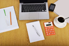 Spot op voorwerpen zoals computer, calculator en smartphone Royalty-vrije Stock Foto's