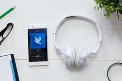 Spotify é um serviço da música que ofereça a música de fluência legal Imagens de Stock
