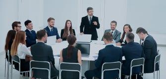 Spotkania Brainstorm Round stołu pomysłów Komunikacyjna dyskusja Co Fotografia Stock