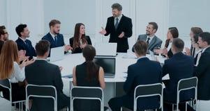 Spotkania Brainstorm Round stołu pomysłów Komunikacyjna dyskusja Co Zdjęcia Royalty Free