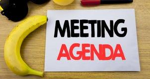 SPOTKANIE agenda Biznesowy pojęcie dla Biznesowego rozkładu planu pisać na kleistej notatki pustym papierze, drewniany tło z kopi Obraz Stock