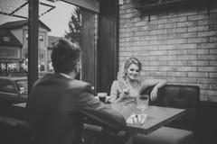 Spotkanie kochankowie Propozycja i rocznica Biznesowy spotkanie mężczyzna i kobieta Walentynka dzień z seksowną kobietą i Obraz Royalty Free