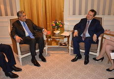 Spotkanie minister Cudzoziemski - sprawy Serbia Ivica Dacic i Ahmad Zahid Hamidi, zastępca ministra Malezja obraz royalty free