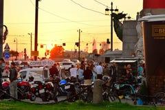Spotkanie motocykli/lów rowerzyści i plenerowy lekcyjny Łaciński tana ne Zdjęcia Royalty Free