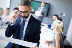 Spotkanie sukcesu brainstorming pracy zespołowej biura biznesowy korporacyjny pojęcie fotografia stock