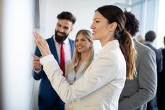 Spotkanie sukcesu brainstorming pracy zespo?owej biura biznesowy korporacyjny poj?cie zdjęcia royalty free