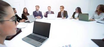 spotkanie udziałowowie firma przy okrągłym stołem obrazy royalty free