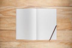 Spott des leeren Papiers oder des Buches oben Stockfoto