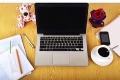 Spott herauf Gegenstände wie Computer, Smartphone stockfotos
