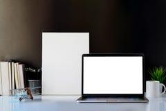 Spott herauf Laptop und Rahmen Lizenzfreie Stockfotografie