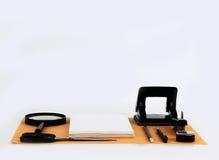 Spott oben auf dem Kraftpapier Schablonen löschen mit Briefpapier Stockfotografie