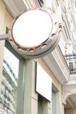 Spott oben Leeres rundes Schild des Uhrspeichers Lizenzfreie Stockbilder