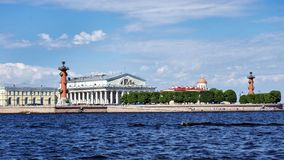 Spottat av den Vasilievsky ön i St Petersburg, Ryssland Royaltyfri Bild