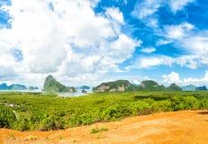 Spotykający widoku punkt Sławni góra, Andaman morze i lasu widoku punkt w Phang Nga prowinci, Tajlandia obrazy royalty free