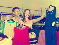 Spouses together make purchases Royalty Free Stock Photography