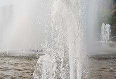 Spouting фонтан стоковые фотографии rf