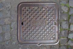 SPQR, typowa manhole pokrywa w Rzym, Włochy Zdjęcia Royalty Free