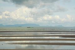 Sprängd sikt av den Cambodja sjösidan royaltyfria bilder