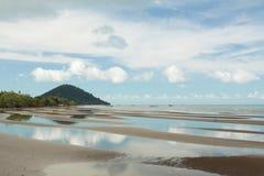 Sprängd sikt av den Cambodja sjösidan arkivfoto