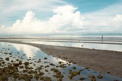 Sprängd sikt av den Cambodja sjösidan arkivbilder