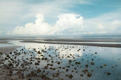 Sprängd sikt av den Cambodja sjösidan arkivbild