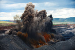 Sprängmedlet fungerar på en kolgruva Arkivbild